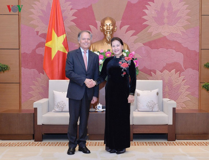 Ketua MN Vietnam, Nguyen Thi Kim Ngan menerima Menteri Luar Negeri dan Kerjasama Internasional Italia - ảnh 1