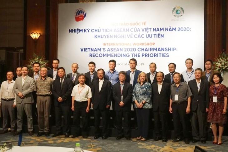 """Lokakarya """"Masa bakti Keketuaan ASEAN tahun 2020 dari Vietnam Rekomendasi tentang prioritas-prioritas"""" - ảnh 1"""