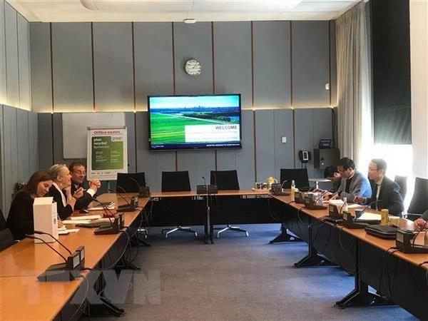 Delegasi Komisi Perundang-undangan MN melakukan kunjungan kerja di Belanda - ảnh 1
