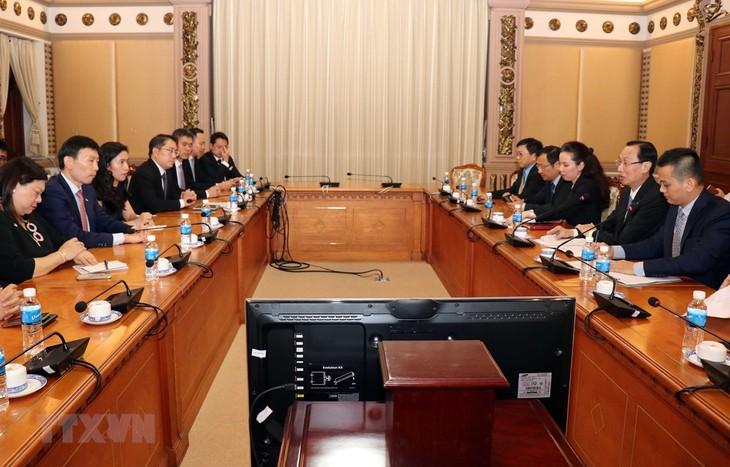 Kota Ho Chi Minh dan Singapura mendorong kerjasama perkembangan teknologi tinggi - ảnh 1