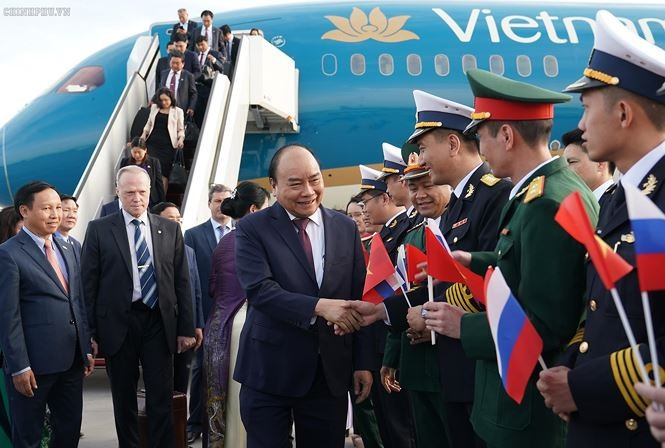 PM Vietnam, Nguyen Xuan Phuc tiba di Saint Petersburg, memulai kunjungan resmi di Federasi Rusia - ảnh 1