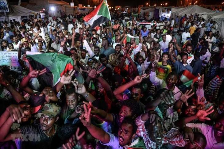Kudeta di Sudan: Faksi demonstran menolak usulan perundingan TMC - ảnh 1
