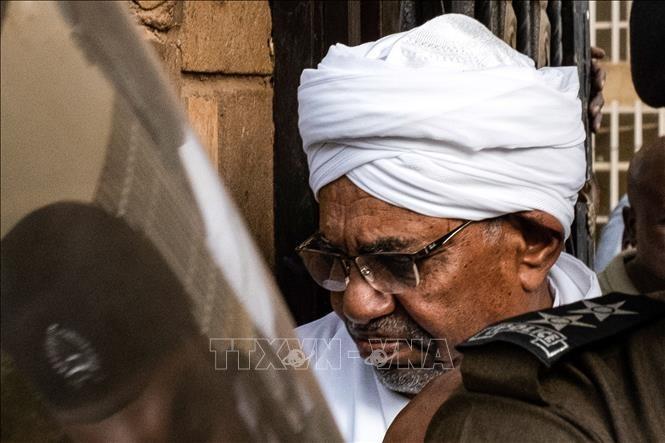 Mantan Presiden Sudan untuk pertama kalinya muncul di pengadilan - ảnh 1