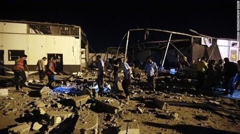 Komunitas internasional menyerukan investigasi independen tentang kasus serangan udara terhadap para migran di Libia - ảnh 1