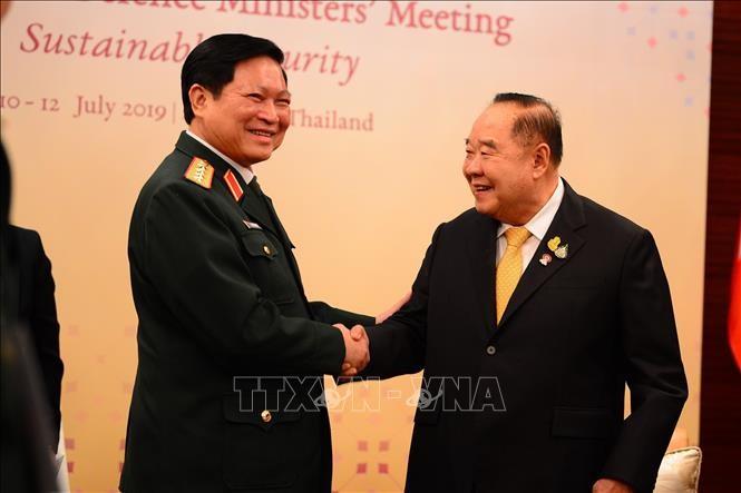 Menhan Ngo Xuan Lich melakukan pertemuan bilateral di sela-sela Konferensi ADMM di Thailand - ảnh 1