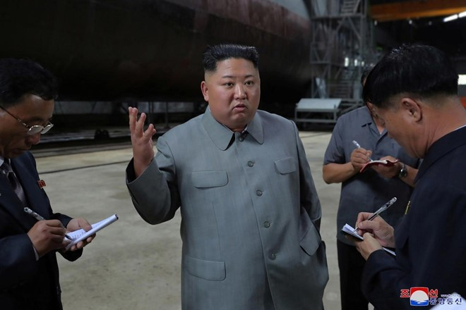 Pemimpin RDRK melakukan inspeksi terhadap kapal selam yang baru dibuat - ảnh 1
