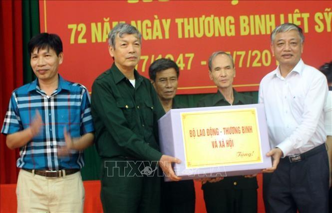 Banyak aktivitas yang berarti memperingati ultah ke-72 Hari Prajurit Disabilitas dan Martir - ảnh 1
