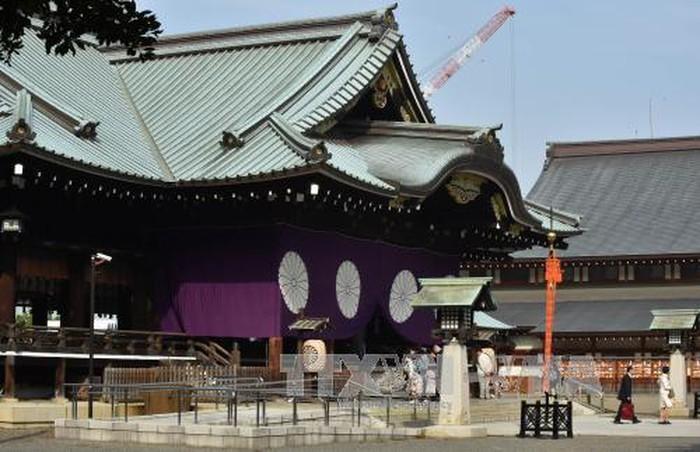 PM Jepang mengirim barang sajian ke kuil Yasukuni - ảnh 1