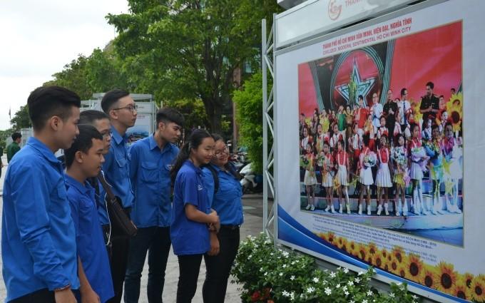 Pameran foto 50 tahun pelaksanaan Testamen Presiden Ho Chi Minh - ảnh 1