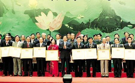 Hanoi feiert den Tag der vietnamesischen Ärzte - ảnh 1
