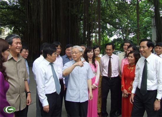 KPV-Generalsekretär Nguyen Phu Trong besucht die Volkszeitung - ảnh 1