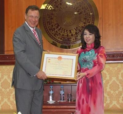 Botschafter Australiens und Ungarns bekommen Erinnerungsorden - ảnh 1
