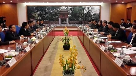 Laos schätzt Erfahrungen Vietnams in der Finanzverwaltung - ảnh 1