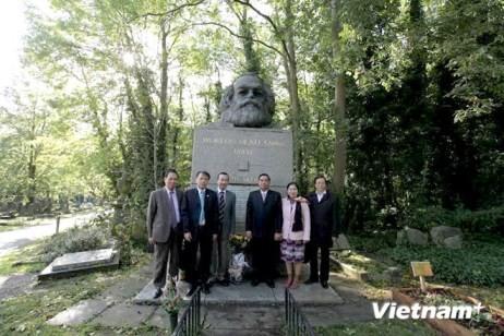 Delegation der Kommunistischen Partei Vietnams besucht Großbritannien - ảnh 1