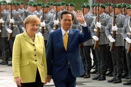 Premier Nguyen Tan Dung: Territorialstreitigkeiten müssen durch friedliche Maßnahmen gelöst werden - ảnh 1