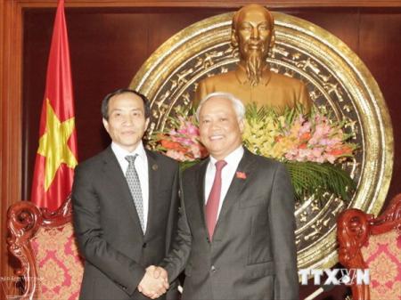 Vize-Parlamentspräsident Uong Chu Luu empfängt Vertreter des chinesischen Volksverbands für Frieden - ảnh 1