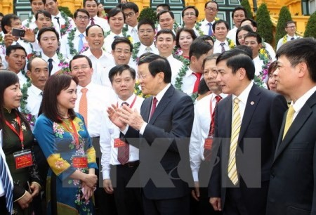 Staatspräsident Truong Tan Sang trifft herausragende Arbeiter der Erdölbranche - ảnh 1
