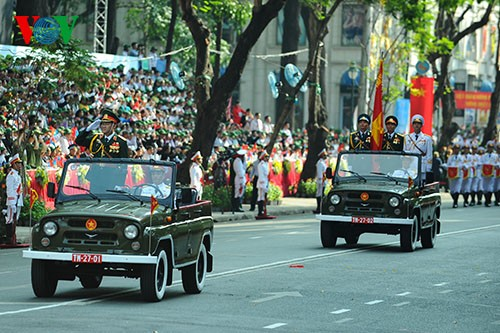 Parade zum 40. Jahrestag der Vereinigung des Landes - ảnh 1