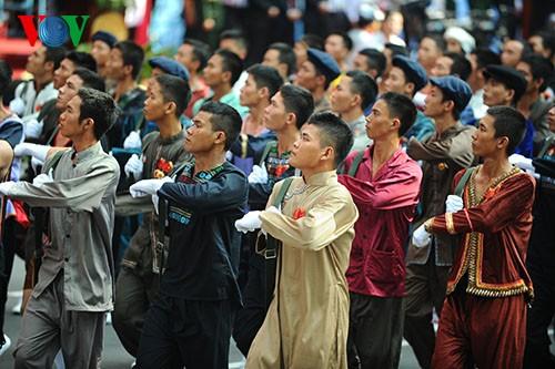 Parade zum 40. Jahrestag der Vereinigung des Landes - ảnh 11