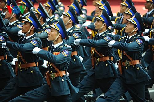 Parade zum 40. Jahrestag der Vereinigung des Landes - ảnh 12