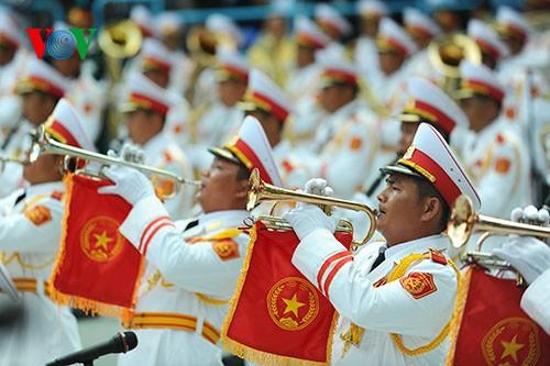 Parade zum 40. Jahrestag der Vereinigung des Landes - ảnh 2
