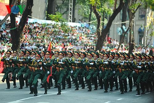 Parade zum 40. Jahrestag der Vereinigung des Landes - ảnh 5