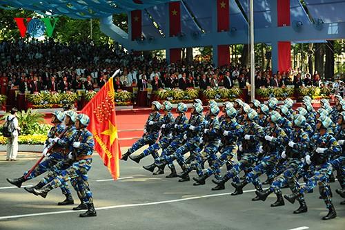 Parade zum 40. Jahrestag der Vereinigung des Landes - ảnh 7
