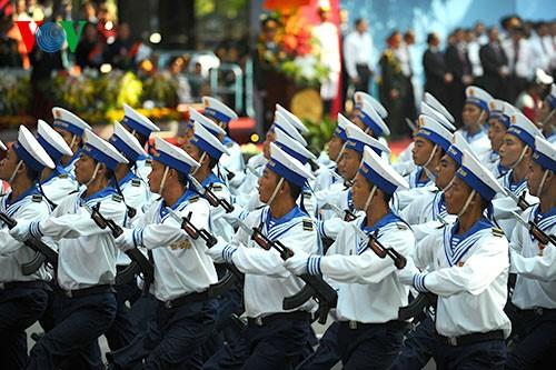 Parade zum 40. Jahrestag der Vereinigung des Landes - ảnh 9