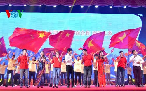 """Aktivitäten im Rahmen des """"Roten Tourismus – Nach dem Fußabdruck des Präsidenten Ho Chi Minh"""" - ảnh 1"""