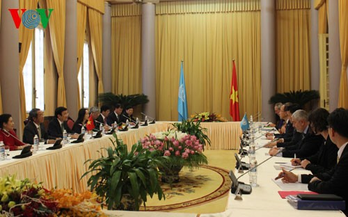 Staatspräsident Truong Tan Sang führt Gespräch mit dem UN-Generalsekretär - ảnh 1
