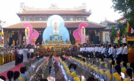 Vorsitzender der Vaterländischen Front Vietnams beglückwünscht Buddhisten zum Geburtstag Buddhas - ảnh 1