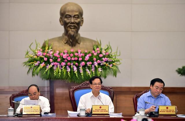 Regierung diskutiert Maßnahmen zur Wirtschaftsförderung - ảnh 1