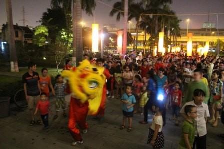 Veranstaltungen zum Mittherbstfest 2015 in Provinzen landesweit - ảnh 1