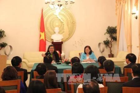 Vize-Parlamentspräsidentin Tong Thi Phong besucht vietnamesische Botschaft in Deutschland - ảnh 1