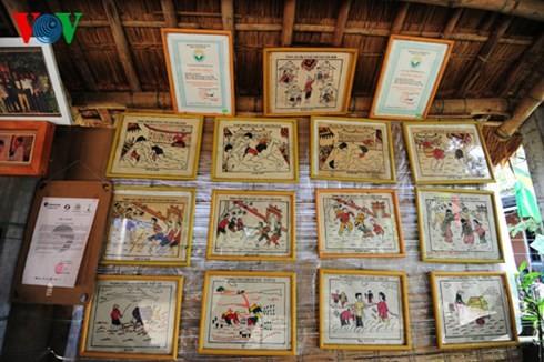 Besuch in dem Ort, wo die folkloristischen Bilder von Hue hergestellt werden - ảnh 2