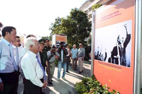 75. Jahrestag des Nam-Ky-Aufstands in Ho Chi Minh Stadt gefeiert - ảnh 1