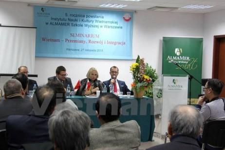 """Seminar """"Vietnam: Erneuerung – Entwicklung – Eingliederung"""" in Polen - ảnh 1"""
