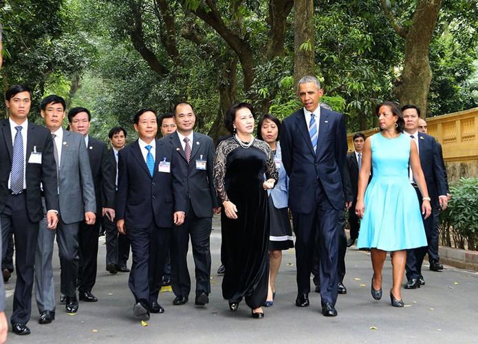 US-Präsident Barack Obama besucht Stelzenhaus von Präsident Ho Chi Minh - ảnh 3