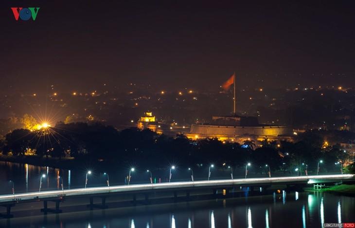 Die Schönheit der Kaiserstadt Hue in der Nacht - ảnh 10