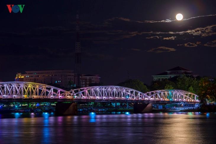 Die Schönheit der Kaiserstadt Hue in der Nacht - ảnh 2