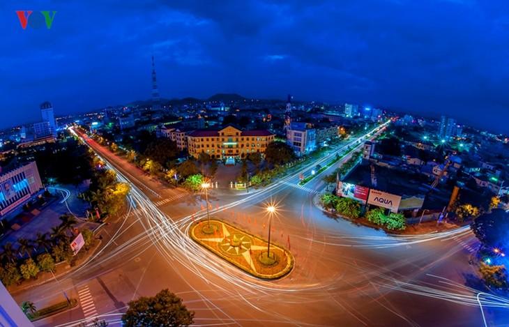 Die Schönheit der Kaiserstadt Hue in der Nacht - ảnh 9