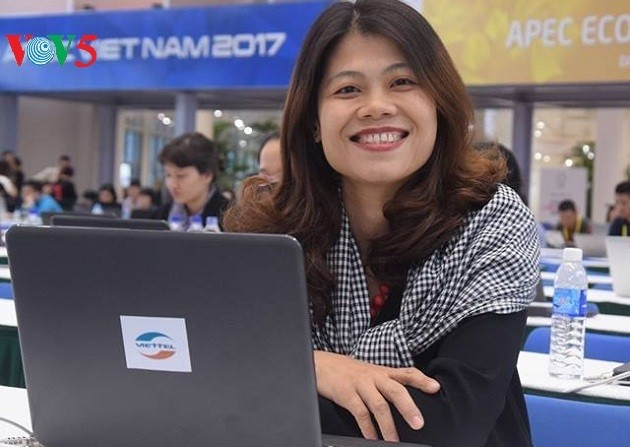 Arbeitsstimmung der Journalisten im internationalen APEC-Pressezentrum - ảnh 17