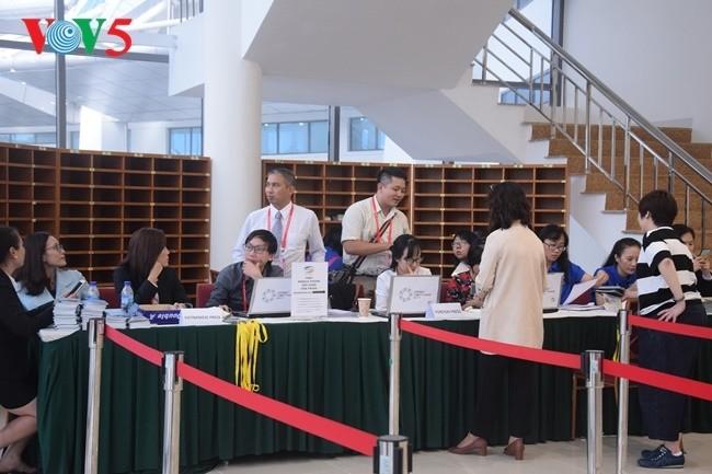 Arbeitsstimmung der Journalisten im internationalen APEC-Pressezentrum - ảnh 3