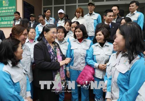 Vize-Parlamentspräsidentin beglückwünscht Mitarbeiter der Firma für städtische Umwelt zum Tet-Fest - ảnh 1