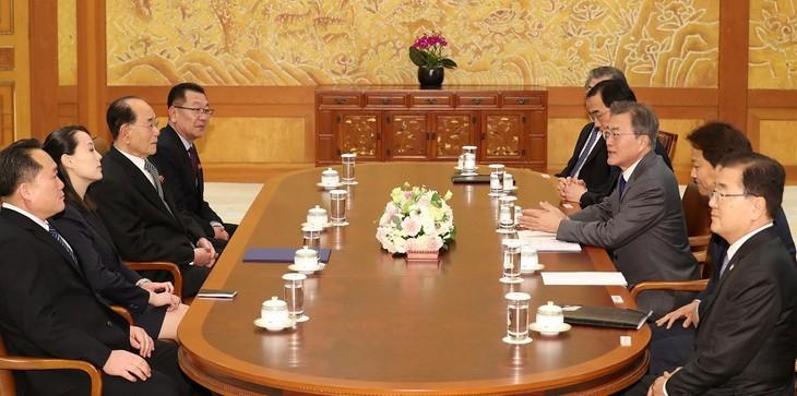 Südkoreas Präsident führt historisches Treffen mit Nordkoreas Beamten - ảnh 1