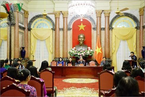 Staatspräsident Tran Dai Quang trifft weibliche Abgeordnete - ảnh 1
