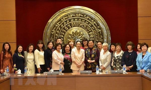Vize-Parlamentspräsidentin Tong Thi Phong empfängt die japanischen weiblichen Abgeordneten - ảnh 1