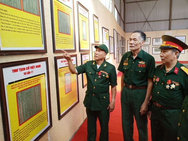 """Ausstellung """"Hoang Sa, Truong Sa von Vietnam – Die historischen und rechtlichen Beweise"""" - ảnh 1"""