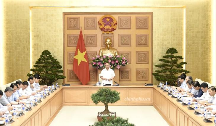 Premierminister Nguyen Xuan Phuc leitet Sitzung über dringliche Hilfe für die obdachlosen Familien - ảnh 1