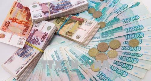 Russisches Industrieministerium überlegt die Nutzung von Rubel, um sich auf die Sanktionen zu reagieren - ảnh 1
